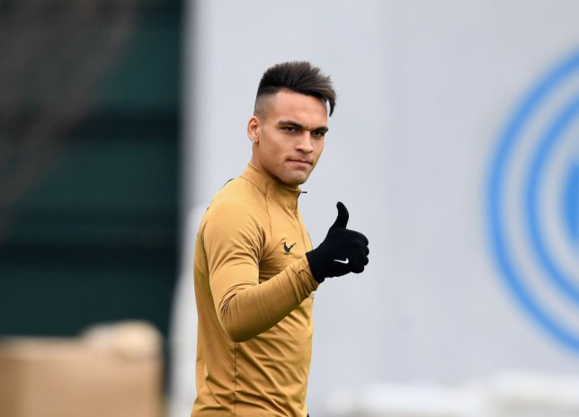 Lautaro Martinez gives the thumbs up during inter training
