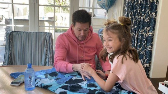 Mark Wahlberg gets his nails done