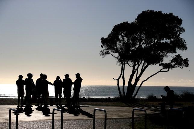 Un rassemblement de gens en Nouvelle-Zélande.