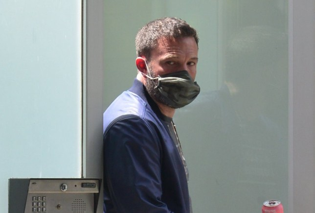 Ben Affleck sneaks a cigarette as he leaves the home of girlfriend Ana De Armas in Venice, Ca Pictured: Ben Affleck Ref: SPL5166128 080520 NON-EXCLUSIVE Picture by: London Entertainment / SplashNews.com Splash News and Pictures USA: +1 310-525-5808 London: +44 (0)20 8126 1009 Berlin: +49 175 3764 166 photodesk@splashnews.com World Rights,