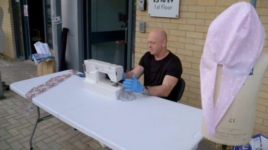Ross Kemp gets behind the sewing machine to make corona masks