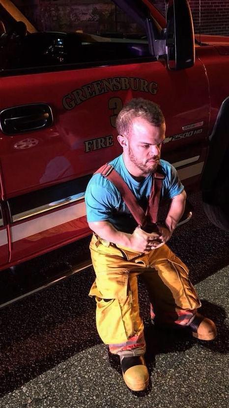 Vince como bombeiro.