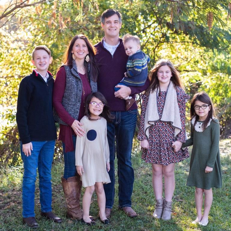 Tamra et James avec leurs cinq enfants