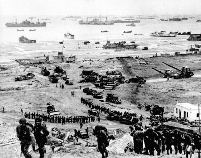 Accumulation de forces alliées à l'atterrissage à Omaha Beach, Normandie, France pendant la Seconde Guerre mondiale, débarquement en 1944.