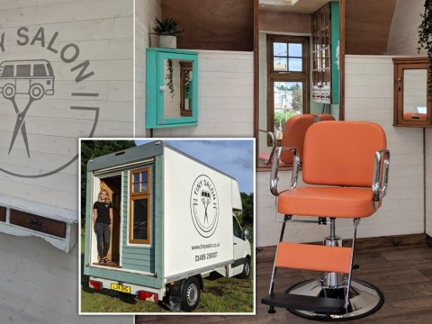 Tiny house resident sets up 'tiny salon' so she can carry out hairdressing work safely