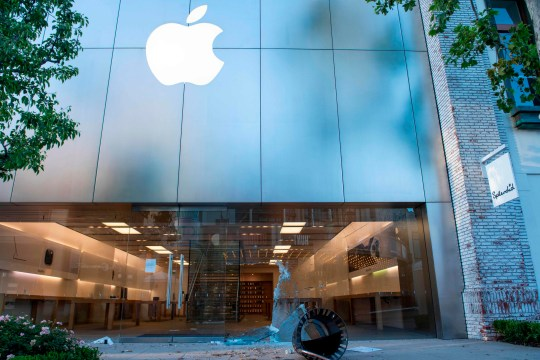The Apple Store in Los Angeles was targeted by looters (Valerie Macon/AFP via Getty Images)