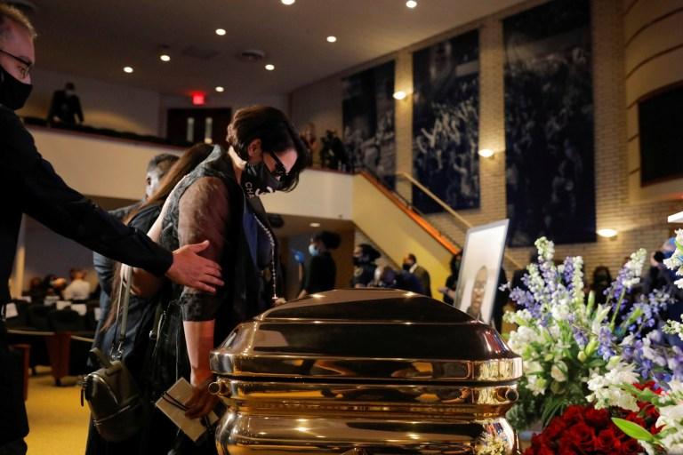 La petite amie de Courtney Ross George Floyd rend hommage lors d'un service commémoratif pour George Floyd après sa mort en garde à vue à Minneapolis, à Minneapolis, à Minneapolis, États-Unis, le 4 juin 2020. REUTERS / Lucas Jackson