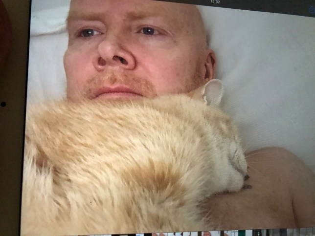 Mr Hobbs slept on owner Rob Munroe's chest every night for the past 15 years.
