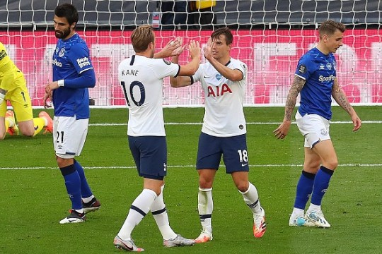 Harry Kane and Lo Celso celebrate Tottenham's goal against Everton