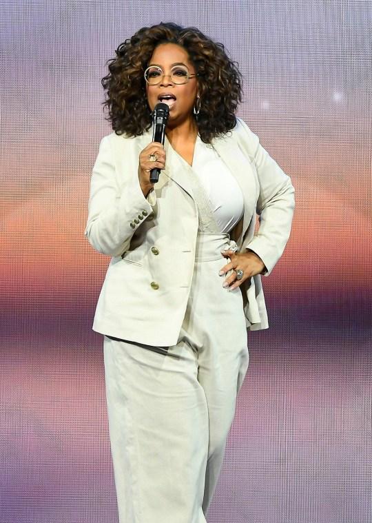 Oprah Winfrey prend la parole lors de la tournée Oprah 2020 Vision: Your Life in Focus présentée par WW (Weight Watchers Reimagined) au Chase Center le 22 février 2020 à San Francisco, Californie.
