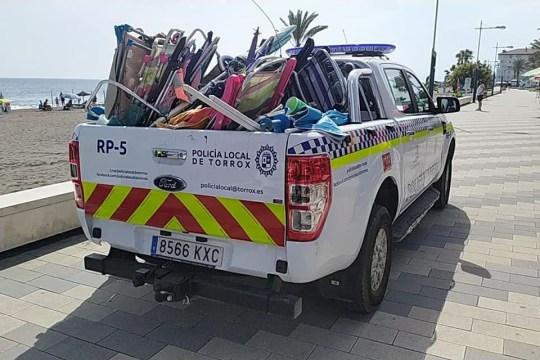 Les responsables du Conseil à Torrox, Costa del Sol, ont averti les touristes et les baigneurs qui disparaissent pendant des «heures» qu'ils seront condamnés à une amende.