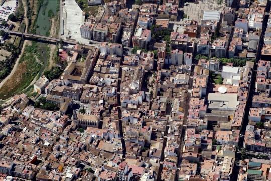 GANDIA, ESPAGNE - MAI 2009: Une image aérienne d'Ayuntamiento De Gandia, Gandia (Photo de Blom UK via Getty Images) La station balnéaire espagnole ferme toutes les boîtes de nuit après un pic de cas de coronavirus