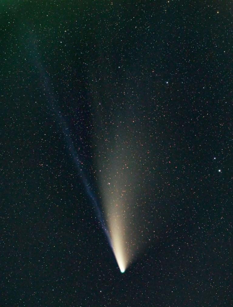 Crédit obligatoire: Photo de Jamie Cooper / REX (10719587a) Comet Neowise, Lake Crennegen Comet Neowise, Lake Crennegen, Wales, UK - 22 juillet 2020