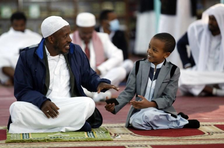 ADDIS ABEBA, ETHIOPIE - 31 JUILLET: Les musulmans éthiopiens exécutent la prière de l'Aïd al-Adha à la mosquée Grand Anwar à Addis-Abeba, en Éthiopie, le 31 juillet 2020 (Photo de Minasse Wondimu Hailu / Anadolu Agency via Getty Images)