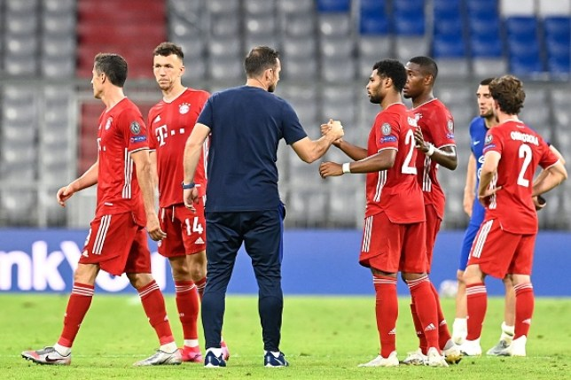 Frank Lampard shakes hands with Bayern Munich players after Chelsea's Champions League defeat