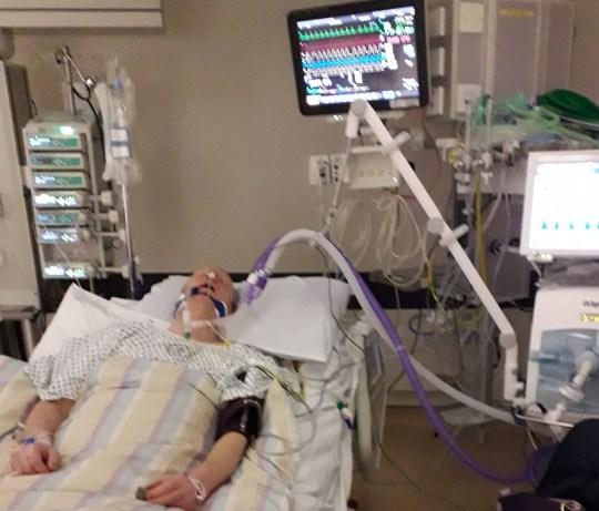 Juris Lazduaskis à l'hôpital.  Voir l'histoire SWNS SWOCsave.  Une femme a ramené son mari à la vie en pratiquant la RCR - après qu'il soit «mort» pendant près d'une HEURE.  Lorsque Sanita Lazdauska, 39 ans, est sortie du lit un matin, laissant son mari Juris Lazduaskis, 45 ans, ronfler, elle a pensé qu'il dormait.  Mais elle remarqua qu'il émettait des sons étranges et l'observa avec horreur alors qu'il cessait de respirer et devenait bleu.  Sanita, une maman de deux enfants, à la pensée rapide, a sauté dans l'action et a appelé une ambulance, et a écouté un gestionnaire d'appels lui dire qu'elle devrait effectuer une RCR pour sauver des vies.