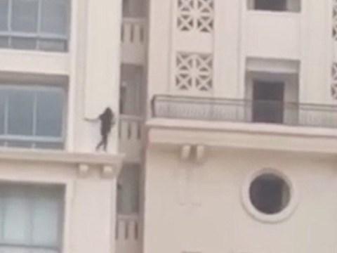 Daredevil girl, 15, walks along ledge of 29-storey building