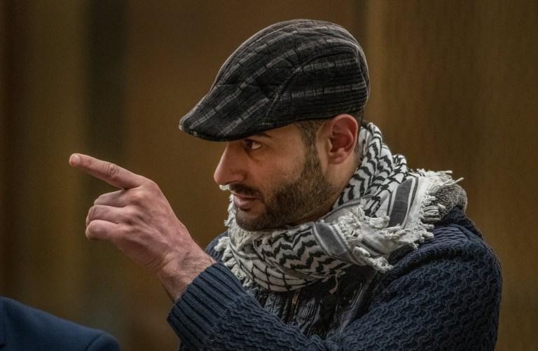 CHRISTCHURCH, NOUVELLE-ZÉLANDE - 24 AOÛT: Khaled Majed Abdel Rauf Alnobani est vu lors de l'audience de détermination de la peine pour le tireur de la mosquée de Christchurch Brenton Tarrant à la Haute Cour de Christchurch le 24 août 2020 à Christchurch, Nouvelle-Zélande.  Brenton Harrison Tarrant a été reconnu coupable de 92 chefs d'accusation relatifs à la pire fusillade de masse de l'histoire de la Nouvelle-Zélande.  L'Australien a été inculpé de 51 chefs d'accusation de meurtre et de 40 de tentative de meurtre ainsi que de participation à un acte de terrorisme après avoir ouvert le feu à la mosquée Al Noor et au centre islamique de Linwood à Christchurch le vendredi 15 mars 2019. 50 personnes ont été tuées et des dizaines ont été blessés tandis qu'un autre homme est décédé plus tard à l'hôpital.