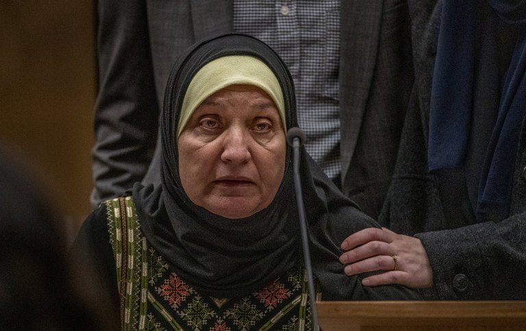 Maysoon Salama, mère d'Ata Mohammad Ata Elayyan qui a été tuée dans la fusillade, fait une déclaration de la victime sur la perte de son fils lors de la condamnation du tireur de la mosquée Brenton Tarrant à la Haute Cour de Christchurch, Nouvelle-Zélande, le 24 août 2020.