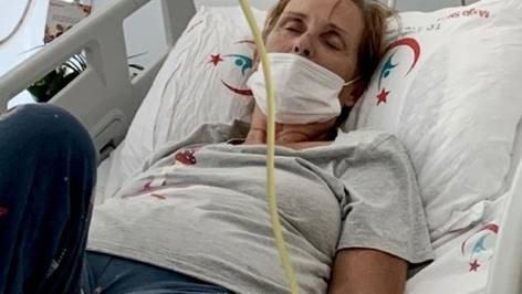 EXCL La famille de la mère britannique bloquée dans l'enfer de l'hôpital turc face à payer? 10k par JOUR pour un traitement qui sauve des vies?  mais le gouvernement dit qu'ils ne la ramèneront à la maison que lorsqu'elle sera MORT