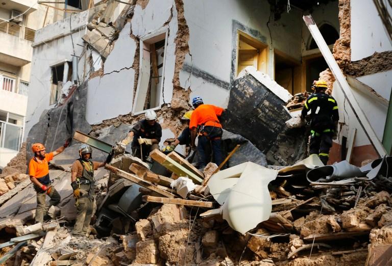 Des sauveteurs chiliens et libanais fouillent les décombres d'un bâtiment qui s'est effondré lors de l'explosion massive du mois dernier, après avoir reçu des signaux indiquant qu'il pourrait y avoir un survivant sous les décombres, à Beyrouth, au Liban, le jeudi 3 septembre 2020.