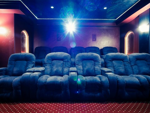 How to install a home cinema with a projector – and how much does it cost?