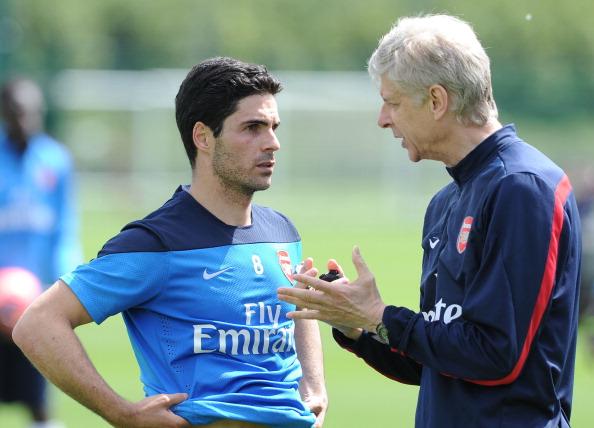 Arsene Wenger talking with Arsenal manager Mikel Arteta.
