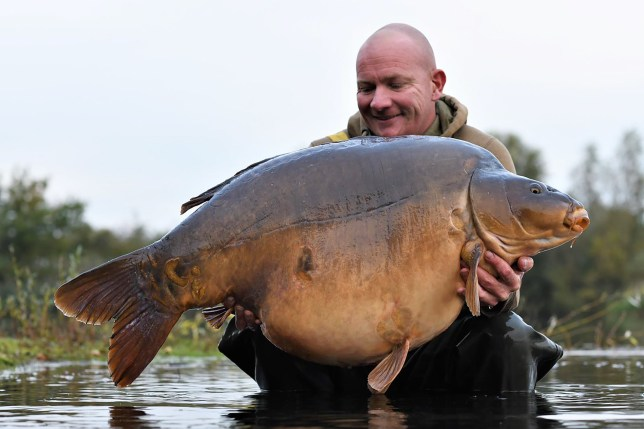Wayne Mansford with the record breaking carp