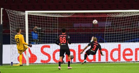 Fabinho a produit un dégagement impressionnant sur la ligne lors de la victoire 1-0 de Liverpool sur l'Ajax