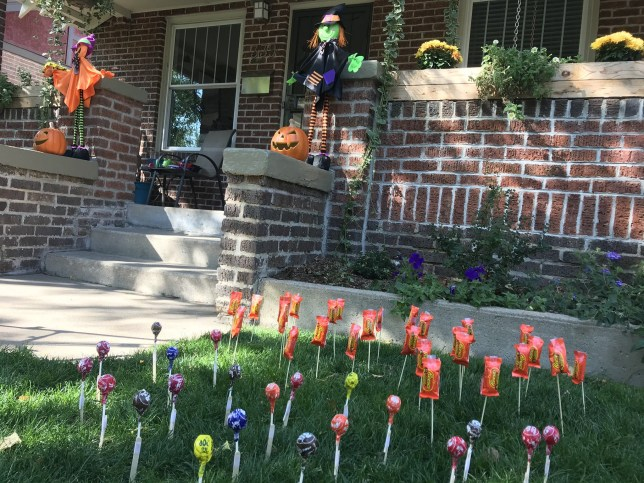 Candy garden for easier trick or treating at Halloween