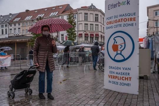 De nouvelles restrictions interviennent alors que la Belgique continue de lutter contre un taux croissant d'infections à Covid -19, plus de 10000 infections corona sont désormais enregistrées quotidiennement, à Bruxelles.