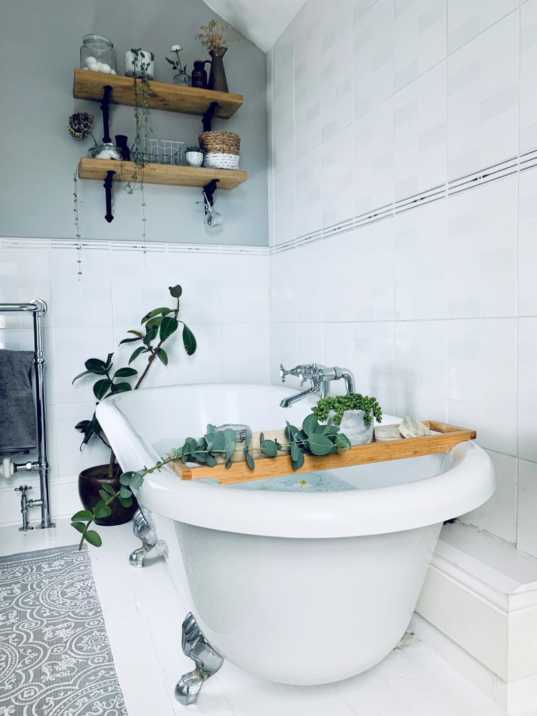 What I Rent: Vikki, £625 for a two-bedroom flat in Derby - bathtub with eucalyptus branches and a plant