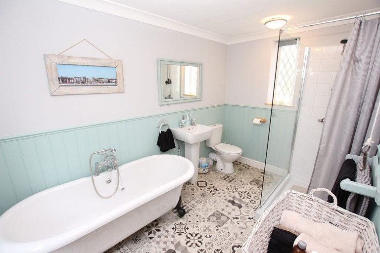 gatehouse with its own turret for sale - the bathroom