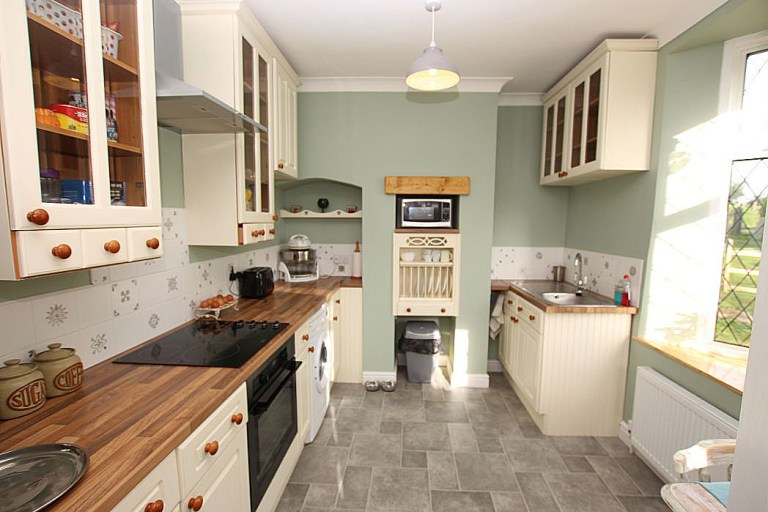 gatehouse with its own turret for sale - the kitchen