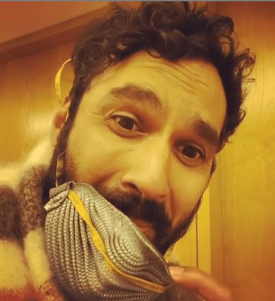 Kunal Nayyar outside a fan's hotel room