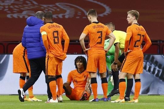 Nathan Ake de Holanda durante el partido amistoso entre Holanda y España en el Johan Cruyff Arena el 11 de noviembre de 2020 en Amsterdam, Holanda.