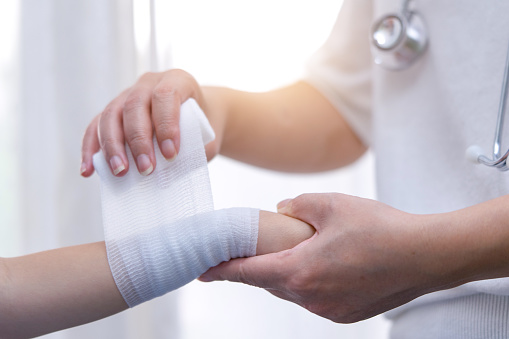 Broken arm,Doctor treating patients,Arm pain