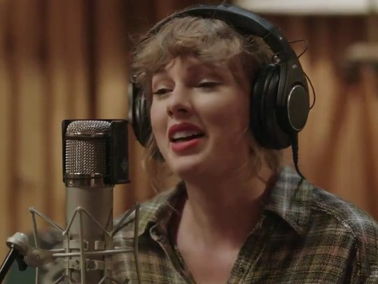 Taylor Swift singing indoors