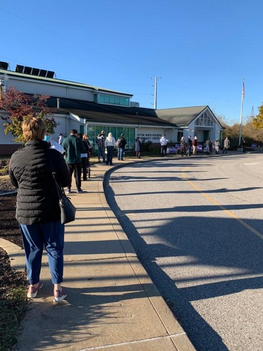 Une femme a été tuée par une voiture juste avant qu'elle était sur le point de voter aux élections américaines au centre communautaire Affton White-Rodgers à Affton, Missouri.