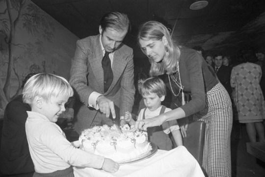 Joe, Neilia, Hunter, and Beau Biden cutting into joe's 20th birthday cake