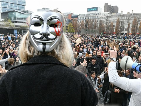 Anti-lockdown protesters chant 'take off your masks' at Manchester march