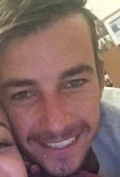 Un homme de 26 ans poignardé à mort pour défendre sa petite amie à la station Cam Smith