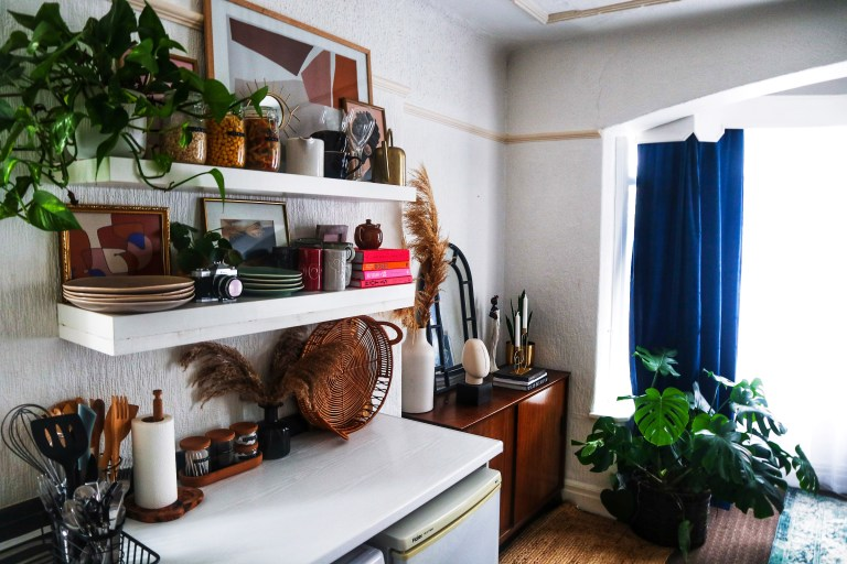 what I Rent: Beverley's living room