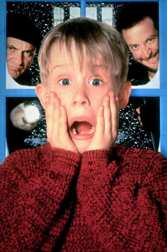 Film: Home Alone (1990), Starring Macaulay Culkin as Kevin McCallister, Joe Pesci as Harry and Daniel Stern as Marv. JOE PESCI, MACAULAY CULKIN & DANIEL STERN Character(s): Harry, Kevin McCallister, Marv Film 'HOME ALONE' (1990) Directed By CHRIS COLUMBUS 10 November 1990 SSW89380 Allstar Collection/20 CENTURY FOX **WARNING** This photograph can only be reproduced by publications in conjunction with the promotion of the above film. For Editorial Use Only.