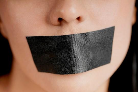 Un enseignant de la Colwill School, à West Auckland, en Nouvelle-Zélande, a fermé la bouche d'un garçon asthmatique parce qu'il parlait trop, affirme une mère.