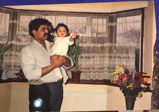 Dipal enfant avec son père