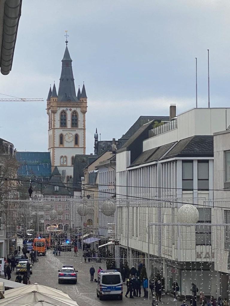 Voiture frappe les piétons à Trèves, Allemagne