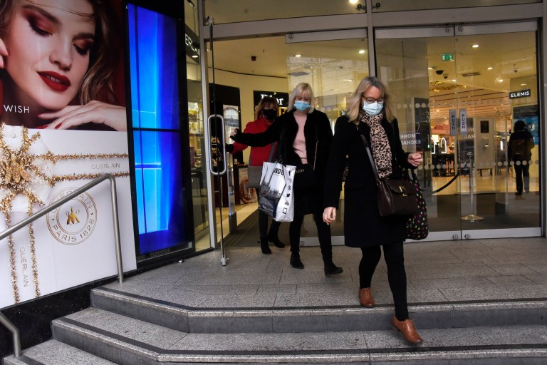 w8media Oxford street shoppers on the first day of reopening after lockdown 2.0