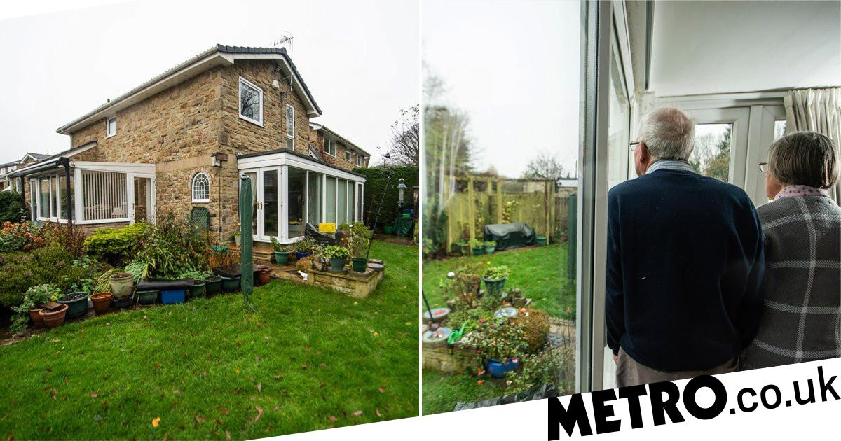 Couple living in tier 2 can't have people in garden because it's in tier 3 - metro