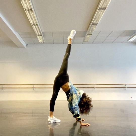 Une danseuse de ballet noire a déclaré que son instructeur au Staatsballet était raciste envers elle en lui disant de blanchir sa peau et en disant qu'elle ne s'intégrait pas à cause de la couleur de sa peau.